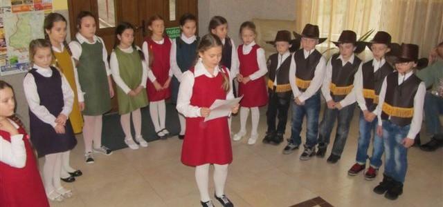 Występ Szkoły Podstawowej ze Stołecznej z okazji Dnia Babci i Dziadka