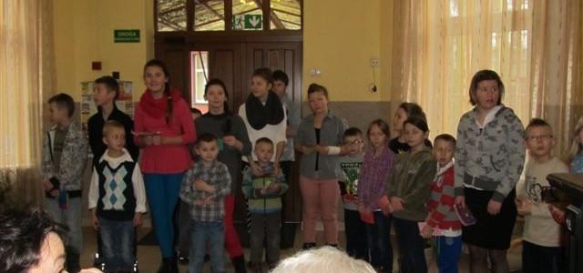 Występ dzieci zDomu Dziecka wTrzcińsku-Zdroju